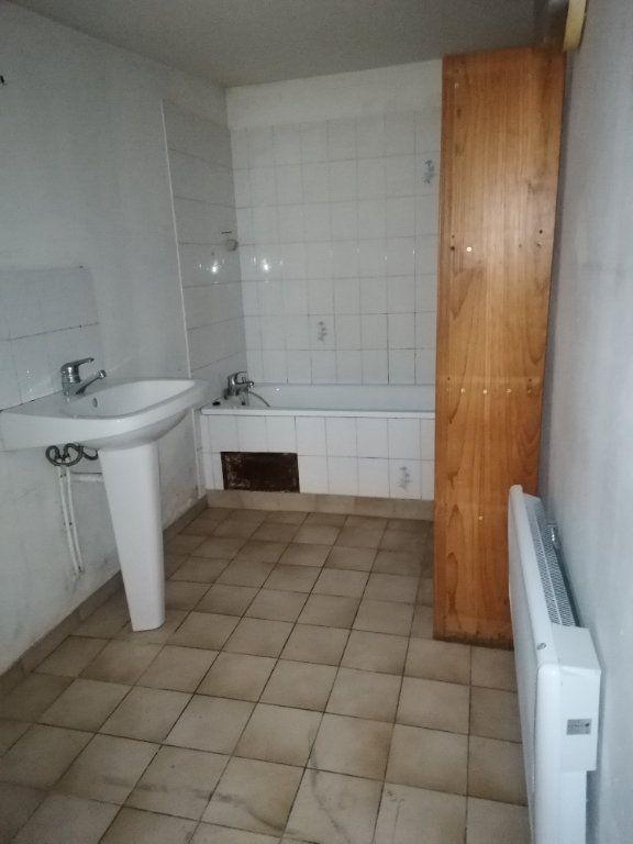 Appartement à louer 2 31m2 à La Ferté-sous-Jouarre vignette-3