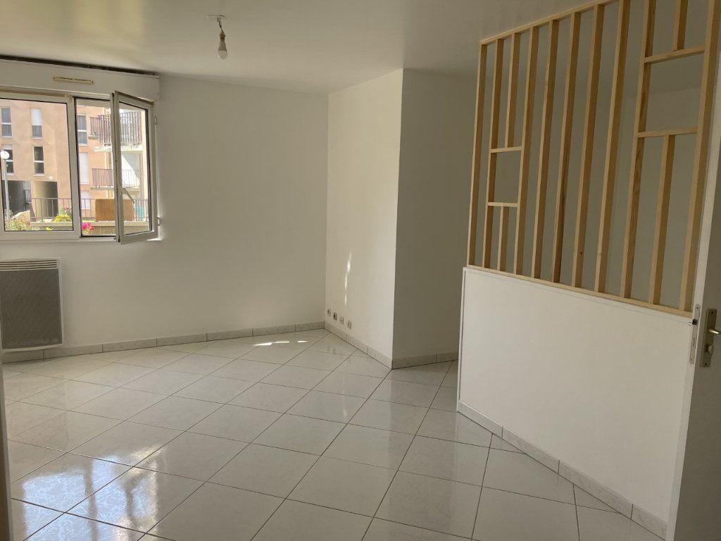Appartement à louer 1 27m2 à La Ferté-sous-Jouarre vignette-1
