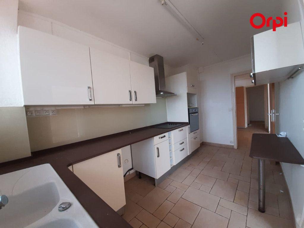 Appartement à vendre 4 131m2 à Fort-de-France vignette-2
