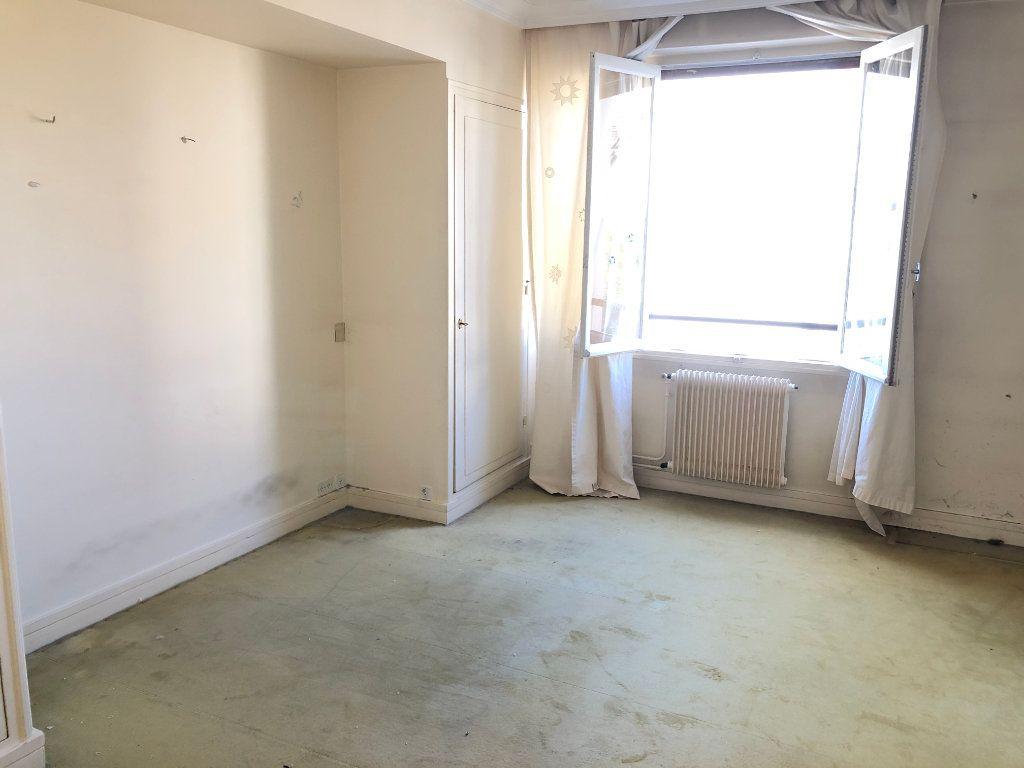 Appartement à vendre 6 131.65m2 à Troyes vignette-9