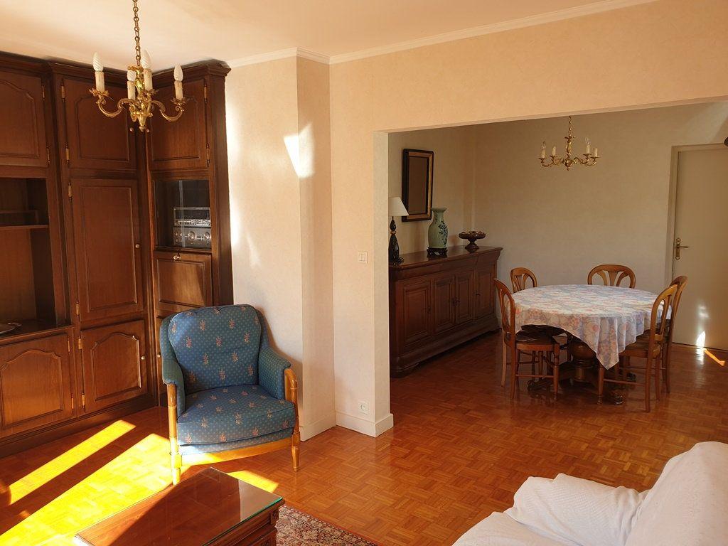 Maison à vendre 6 120m2 à Saint-André-les-Vergers vignette-3