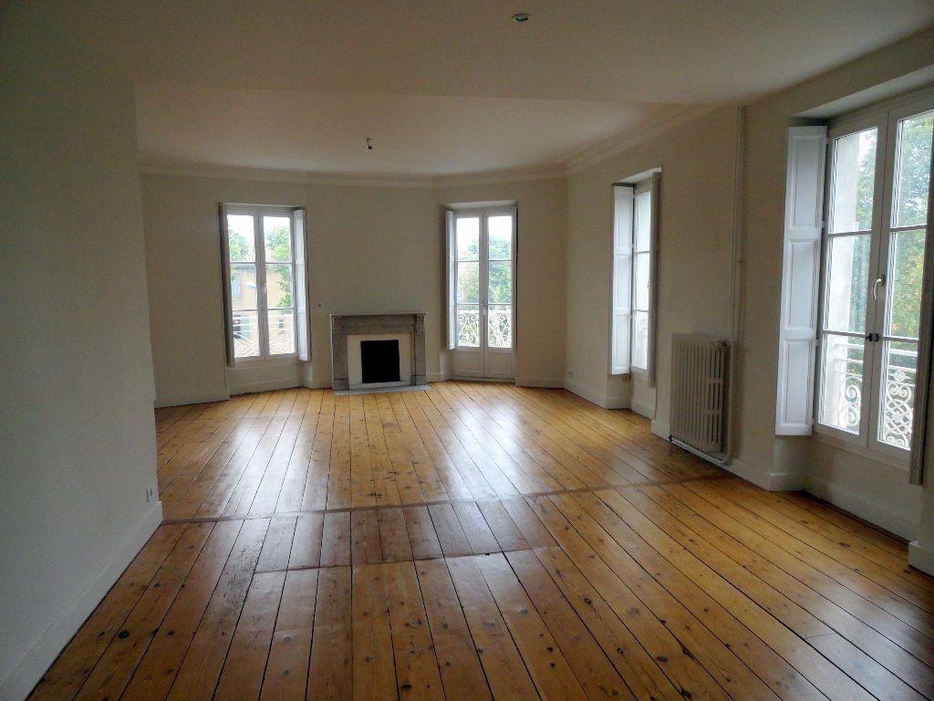 Appartement à louer 4 150m2 à Carcassonne vignette-1