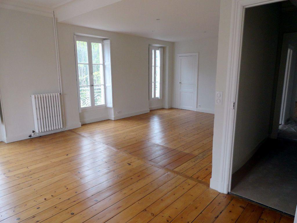 Appartement à louer 4 150m2 à Carcassonne vignette-2