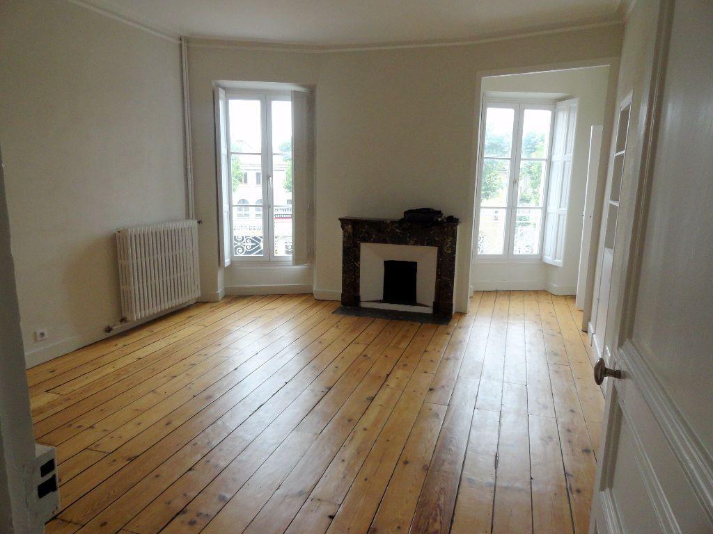 Appartement à louer 4 150m2 à Carcassonne vignette-3