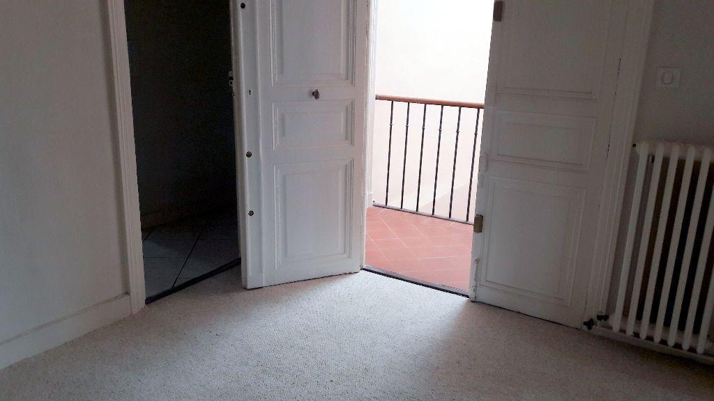 Appartement à louer 4 150m2 à Carcassonne vignette-9
