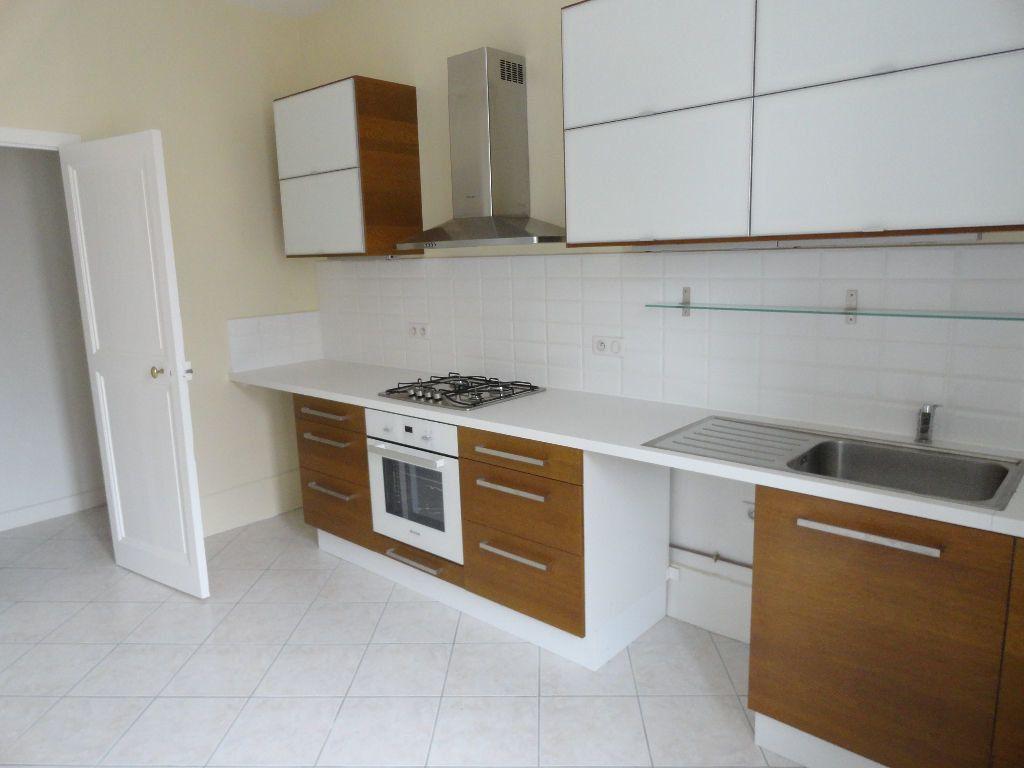 Appartement à louer 4 150m2 à Carcassonne vignette-10
