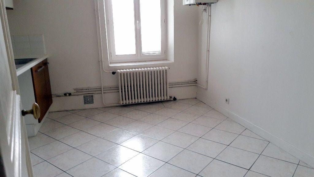 Appartement à louer 4 150m2 à Carcassonne vignette-12