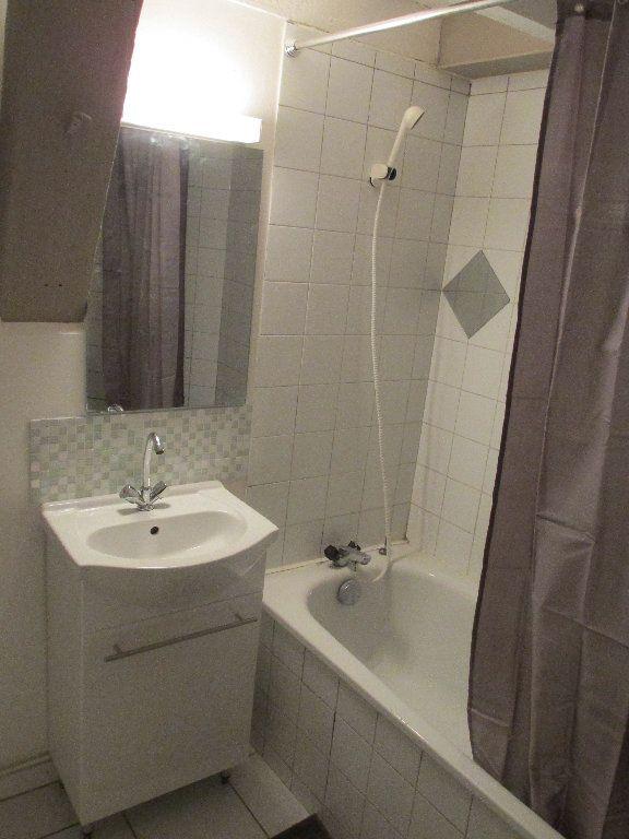 Appartement à louer 1 28m2 à Carcassonne vignette-5