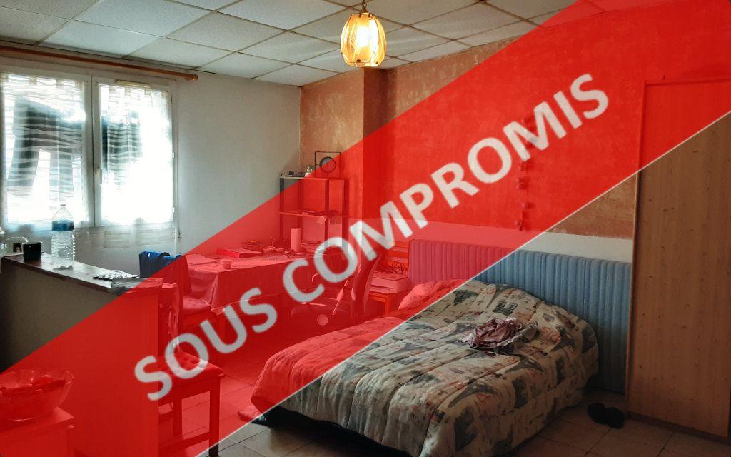 Immeuble à vendre 0 83m2 à Carcassonne vignette-1