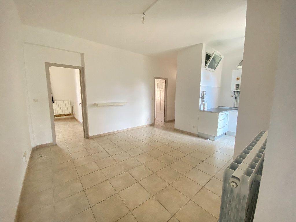 Appartement à louer 3 65m2 à Bastia vignette-1