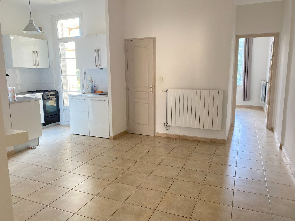 Appartement à louer 3 65m2 à Bastia vignette-2