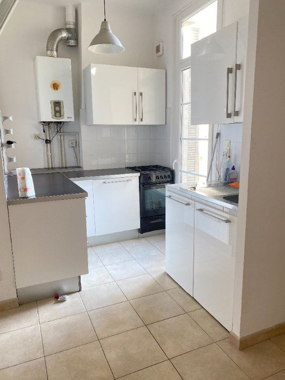 Appartement à louer 3 65m2 à Bastia vignette-3