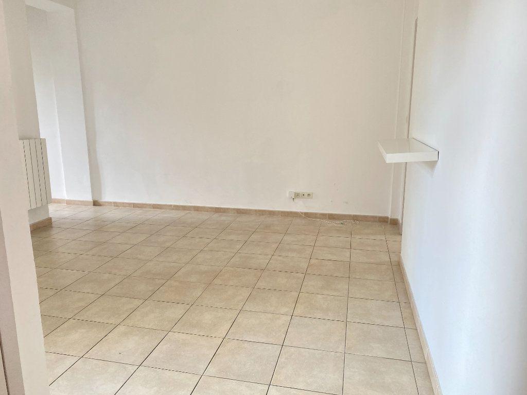 Appartement à louer 3 65m2 à Bastia vignette-7