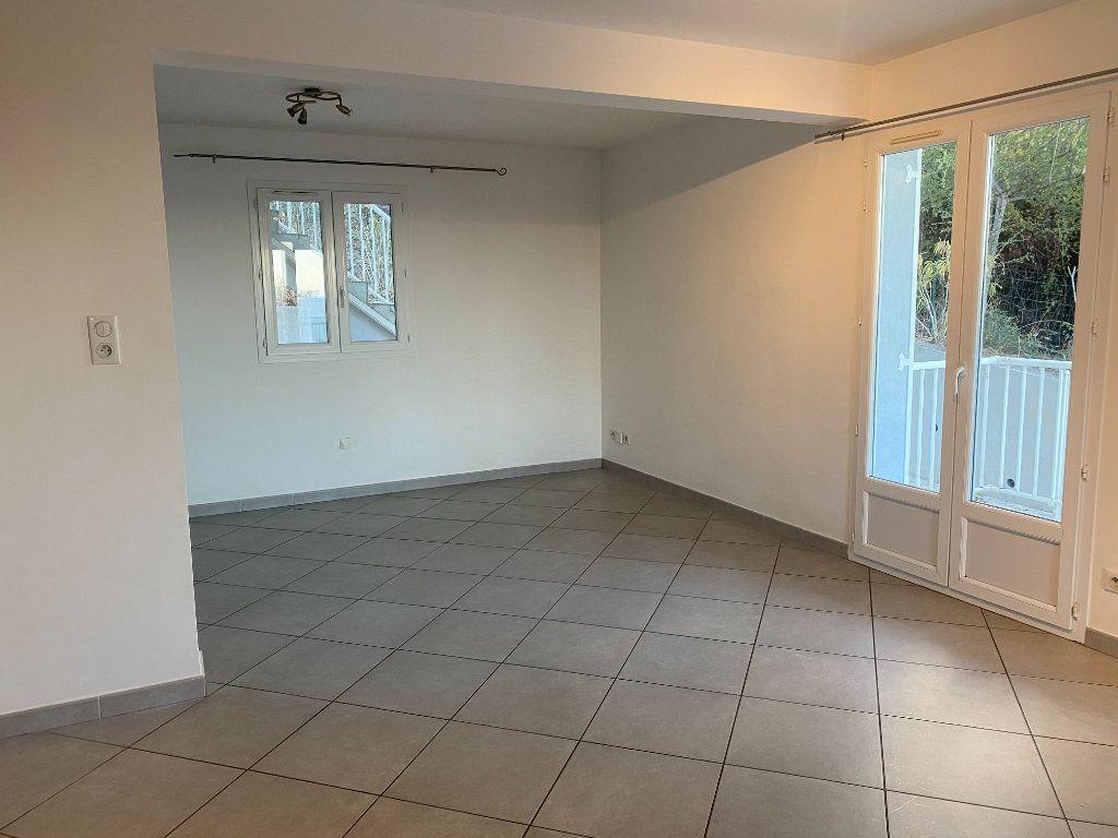 Appartement à louer 3 75m2 à Borgo vignette-4