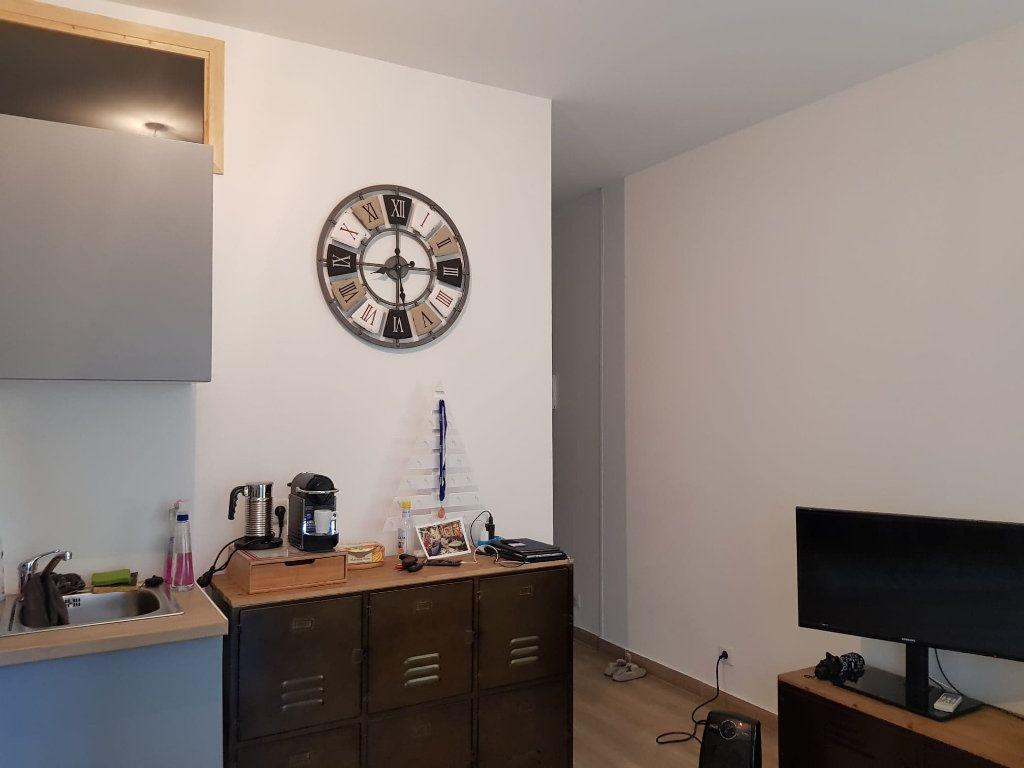Appartement à louer 2 33m2 à Bastia vignette-1