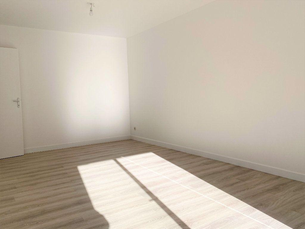Appartement à louer 4 70.68m2 à Montlhéry vignette-2