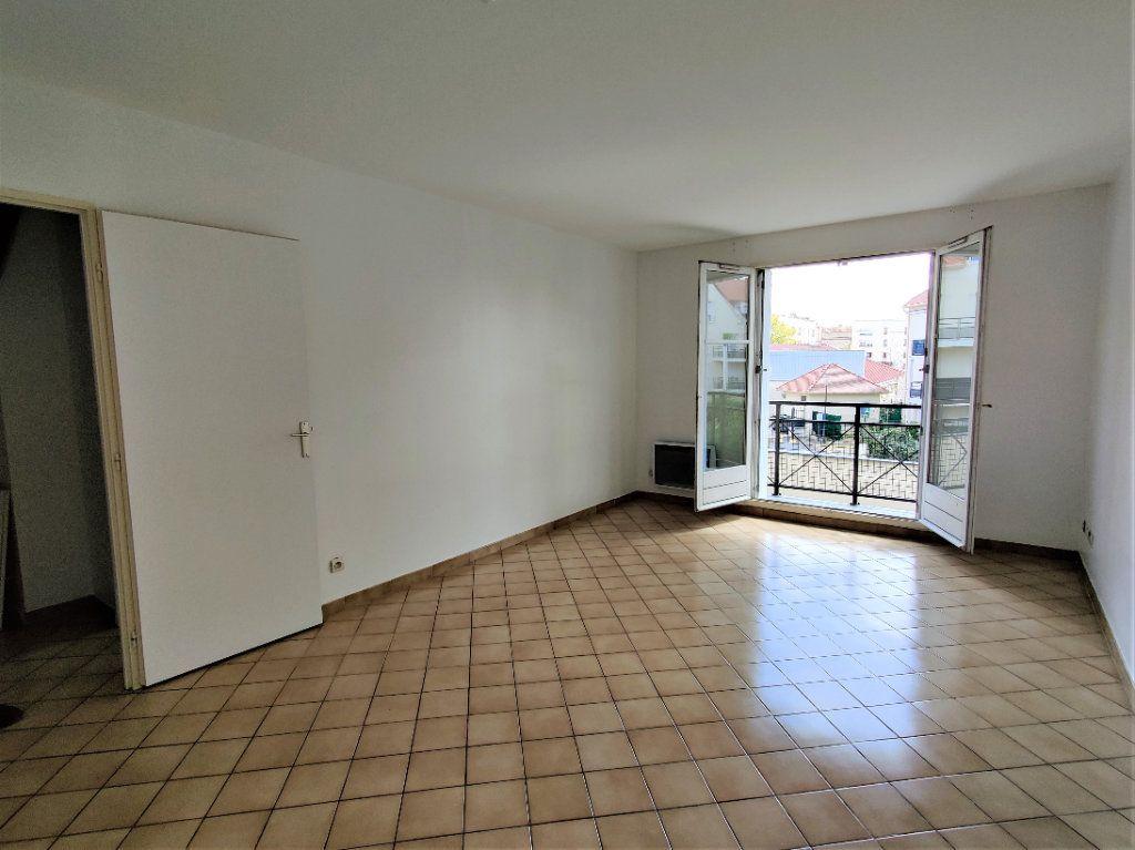 Appartement à louer 3 57.69m2 à Montlhéry vignette-1