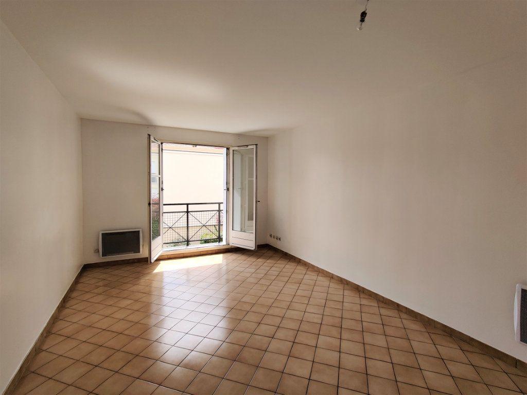 Appartement à louer 3 57.69m2 à Montlhéry vignette-2