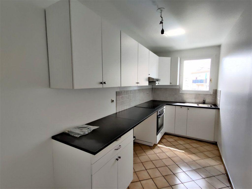 Appartement à louer 3 57.69m2 à Montlhéry vignette-4