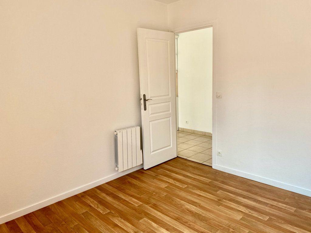Appartement à louer 2 32m2 à Montlhéry vignette-2
