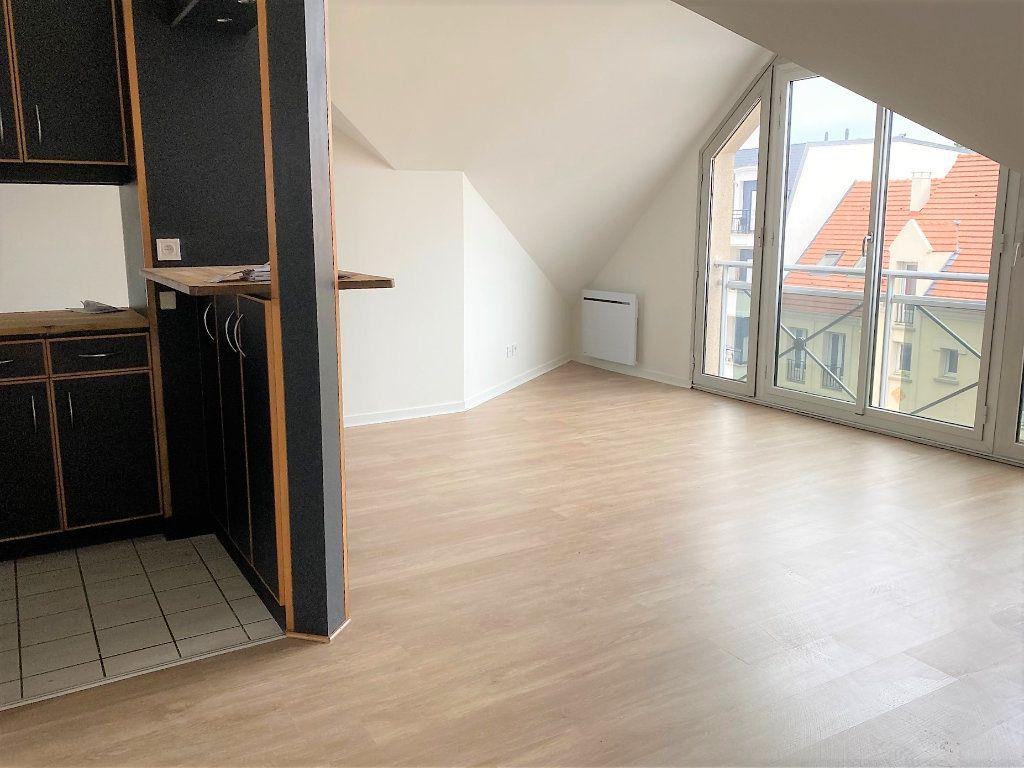 Appartement à louer 2 30.84m2 à Sainte-Geneviève-des-Bois vignette-2