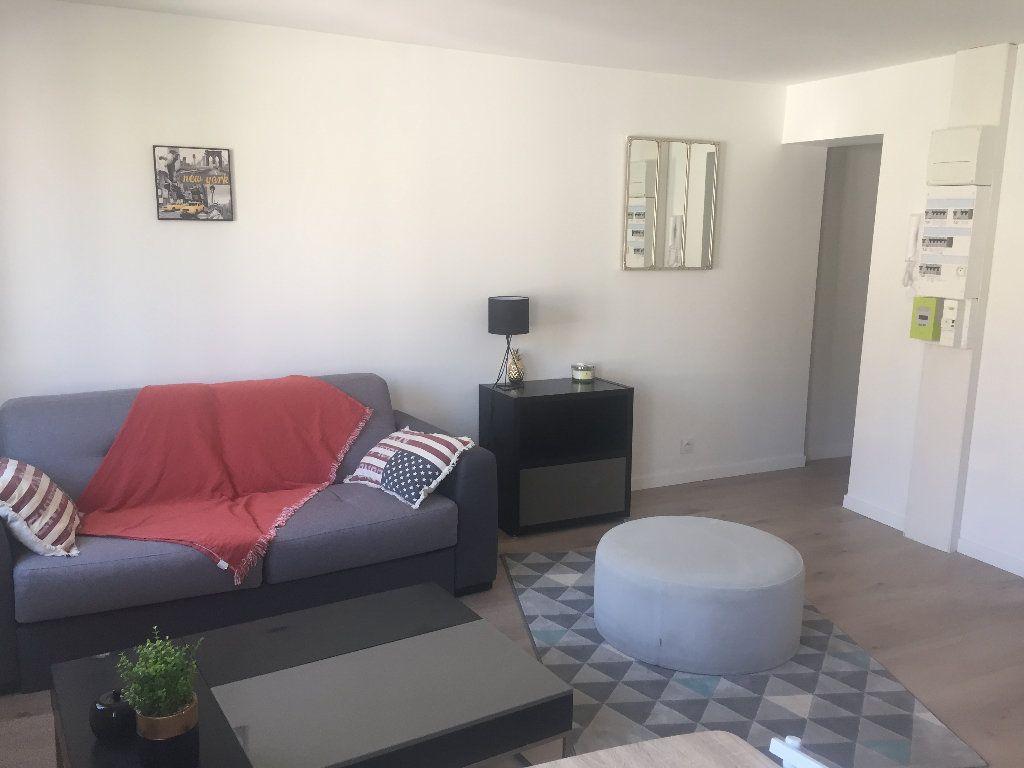 Appartement à louer 2 38m2 à Lillebonne vignette-1