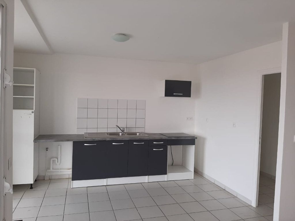 Appartement à louer 3 86.35m2 à Le Lamentin vignette-1