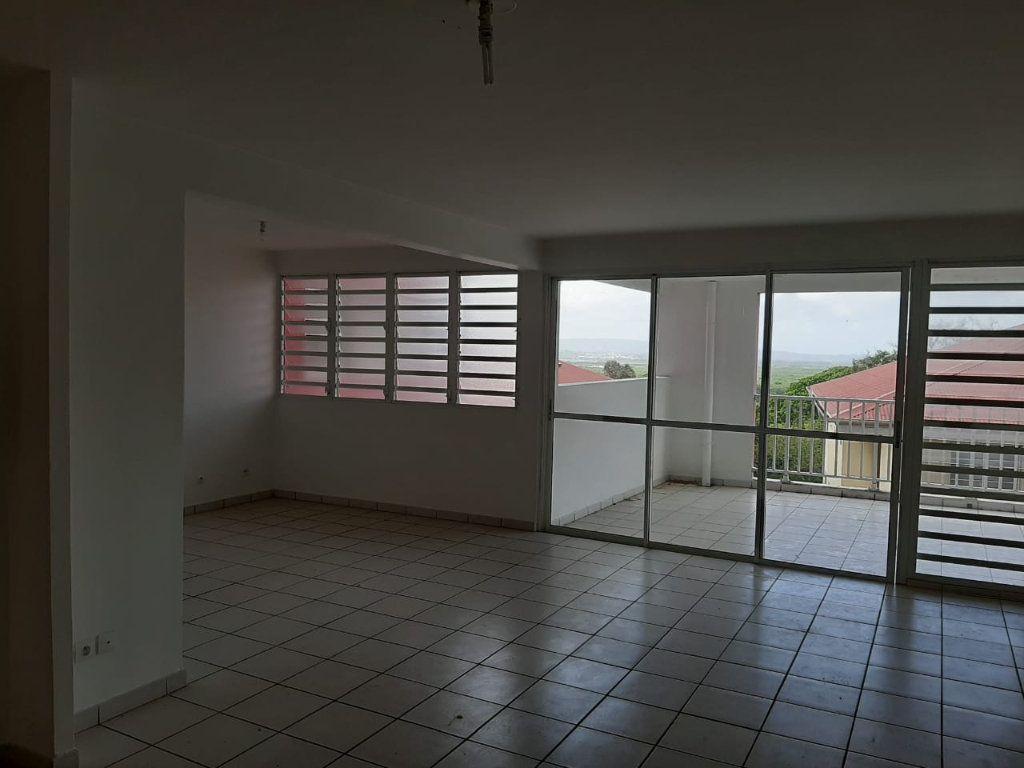 Appartement à louer 3 86.35m2 à Le Lamentin vignette-2
