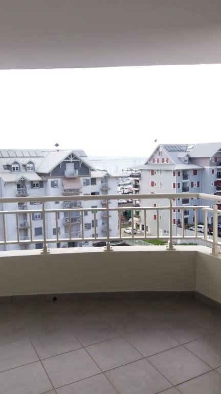 Appartement à louer 3 66.72m2 à Fort-de-France vignette-1