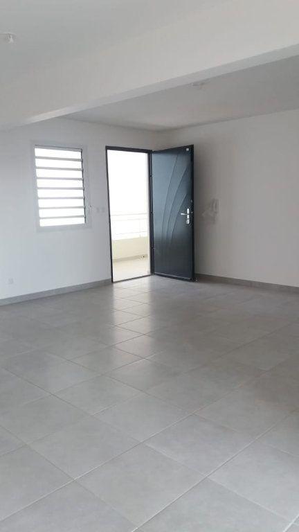 Appartement à louer 3 66.72m2 à Fort-de-France vignette-2