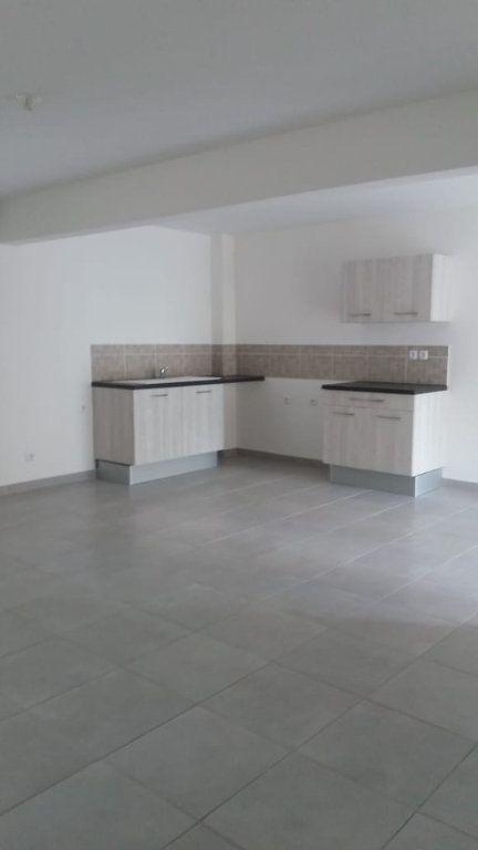 Appartement à louer 3 63.74m2 à Fort-de-France vignette-1