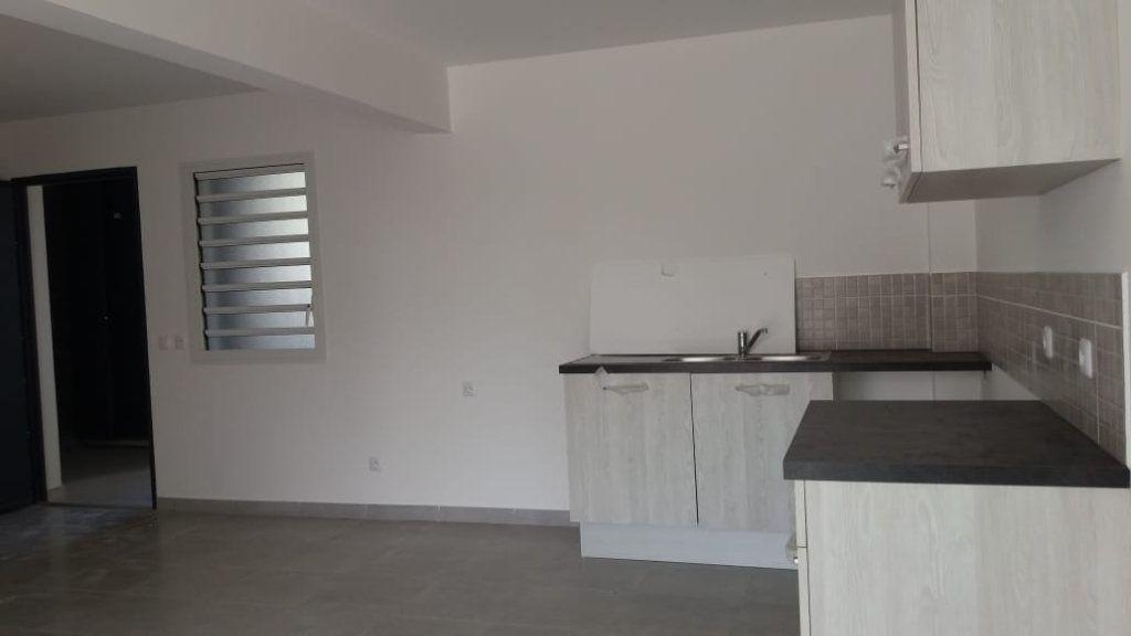 Appartement à louer 3 63.46m2 à Fort-de-France vignette-3