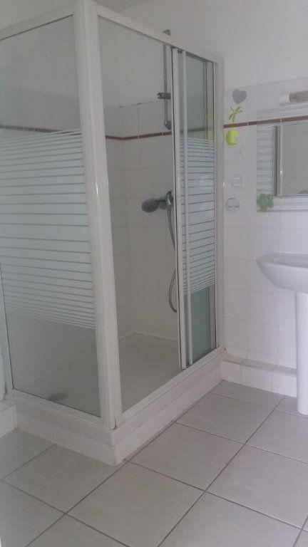 Appartement à louer 3 65.86m2 à Fort-de-France vignette-6