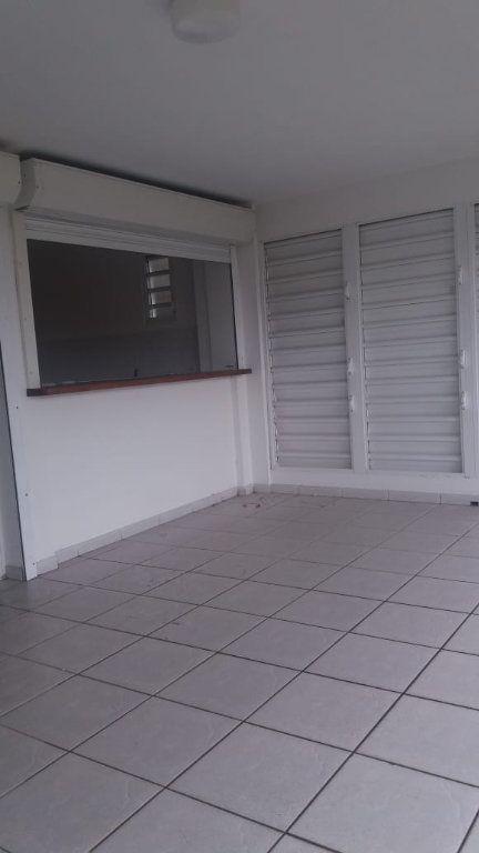 Appartement à louer 3 65.86m2 à Fort-de-France vignette-7