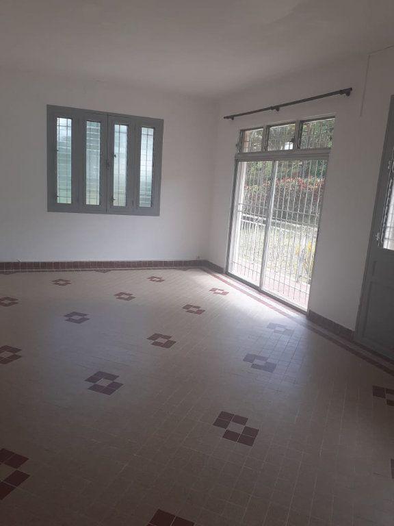 Appartement à louer 5 120.6m2 à Saint-Joseph vignette-1