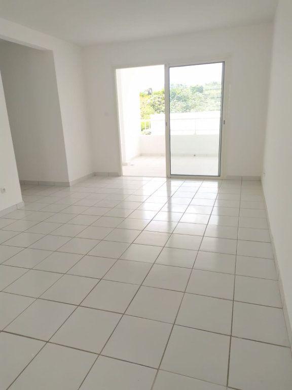 Appartement à louer 4 74.19m2 à Le Lamentin vignette-2