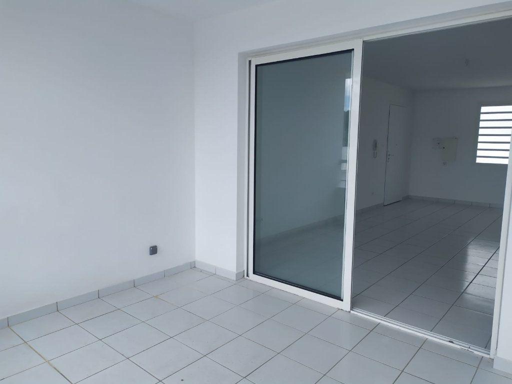 Appartement à louer 4 74.19m2 à Le Lamentin vignette-9