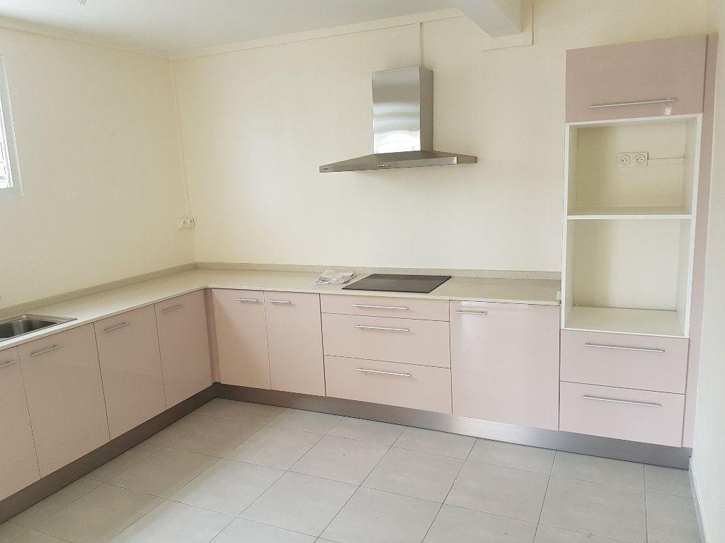 Appartement à louer 4 85.41m2 à Fort-de-France vignette-2