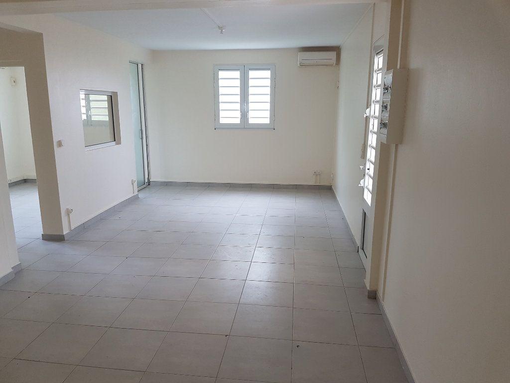 Appartement à louer 4 85.41m2 à Fort-de-France vignette-3