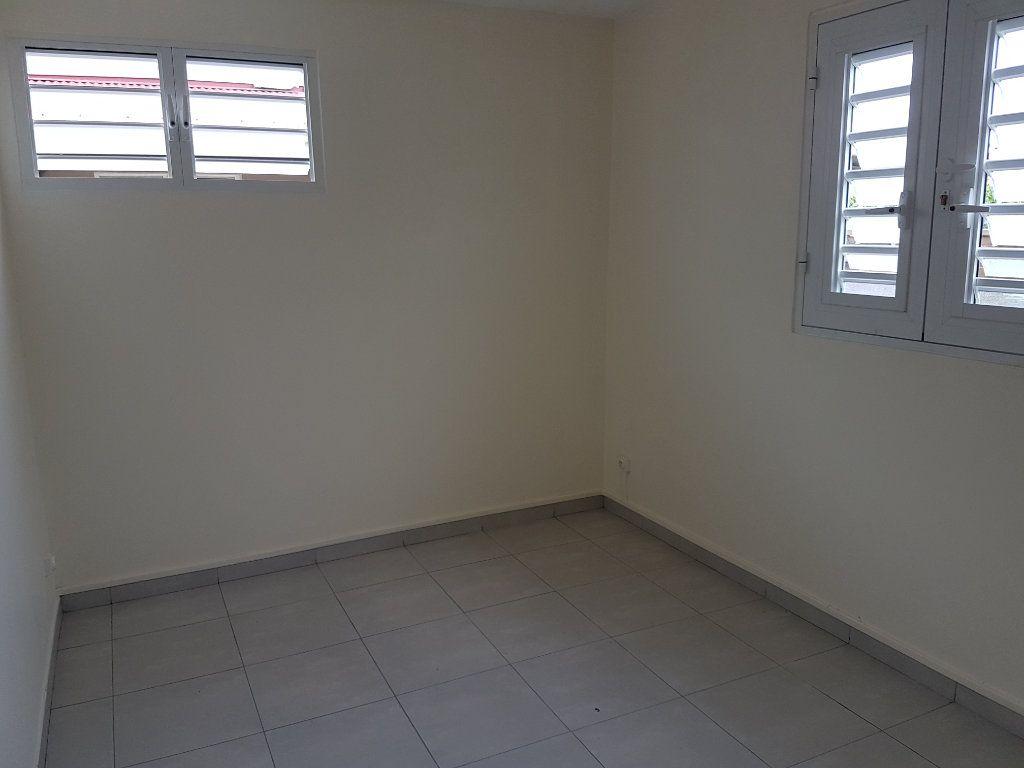 Appartement à louer 4 85.41m2 à Fort-de-France vignette-5