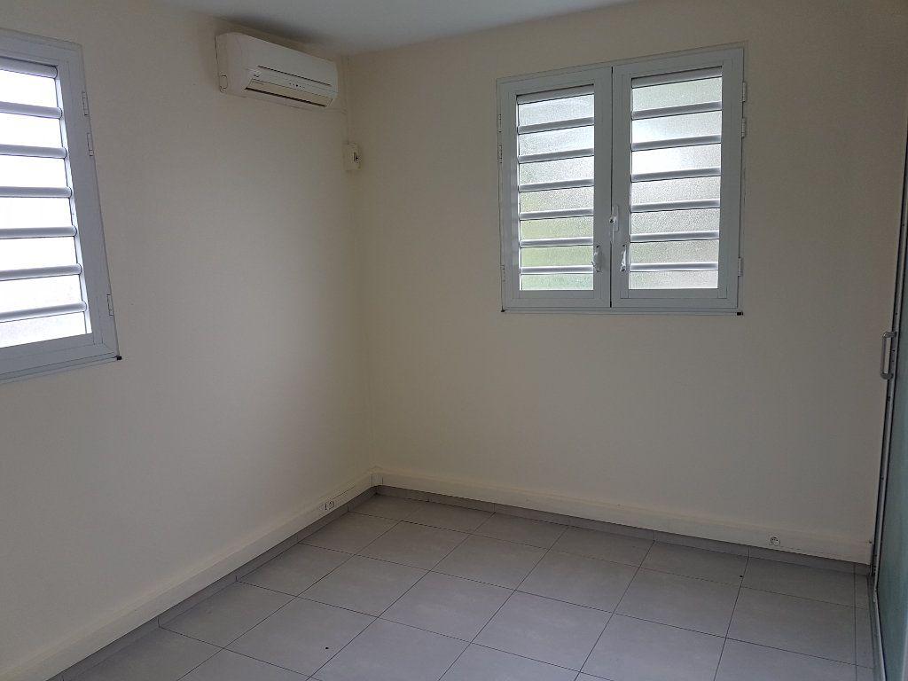 Appartement à louer 4 85.41m2 à Fort-de-France vignette-8