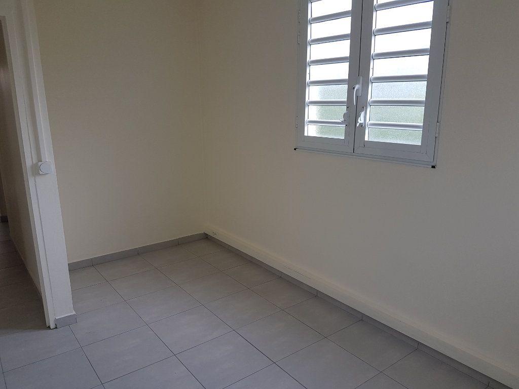 Appartement à louer 4 85.41m2 à Fort-de-France vignette-9