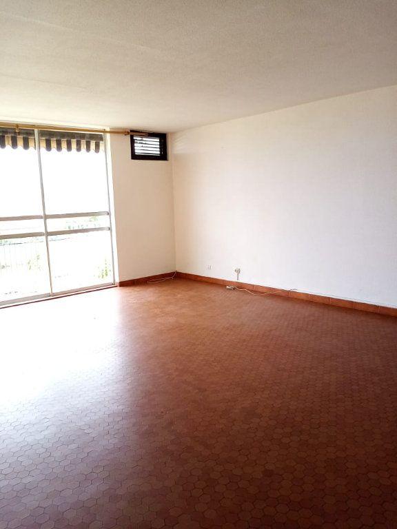Appartement à louer 4 92.28m2 à Le Lamentin vignette-1
