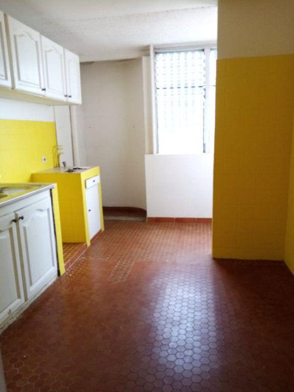 Appartement à louer 4 92.28m2 à Le Lamentin vignette-3
