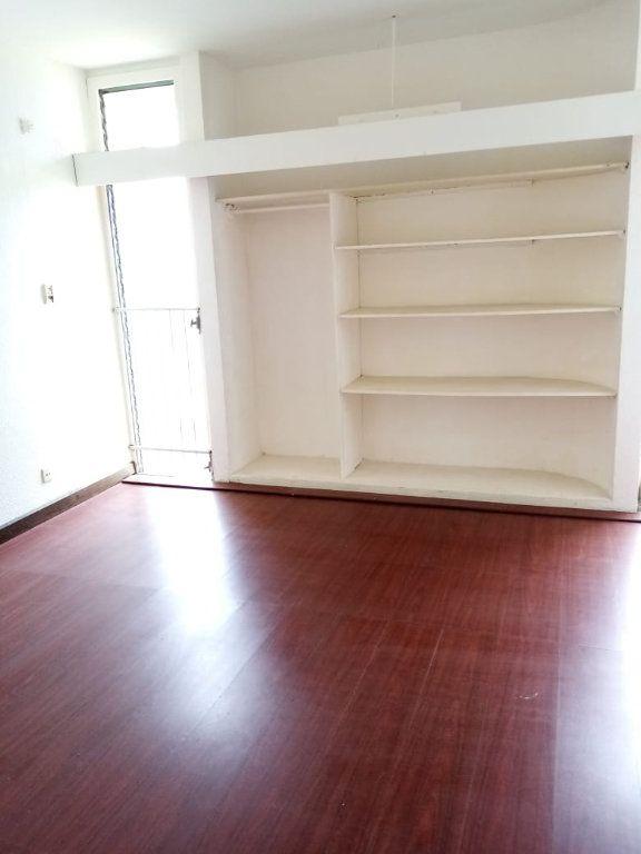 Appartement à louer 4 92.28m2 à Le Lamentin vignette-5