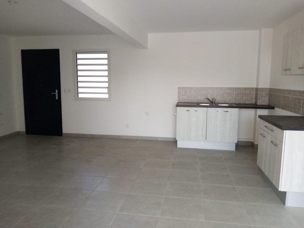 Appartement à louer 3 63.74m2 à Fort-de-France vignette-2
