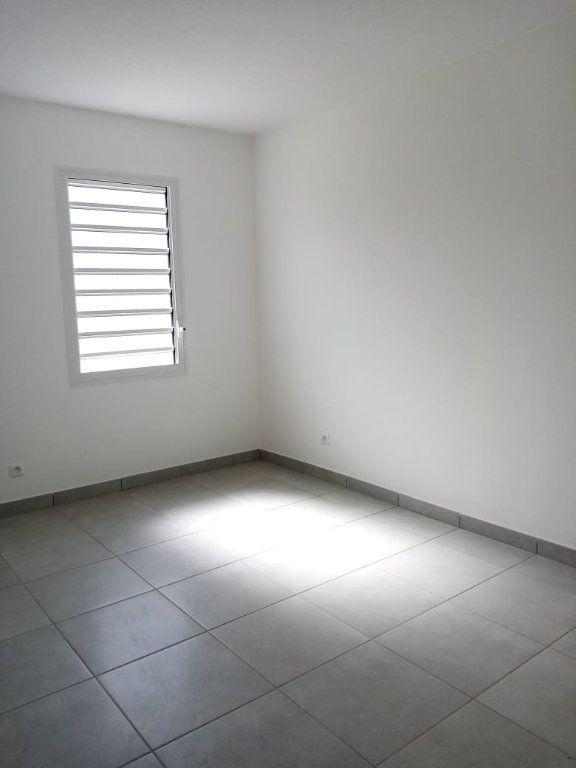 Appartement à louer 3 63.74m2 à Fort-de-France vignette-5