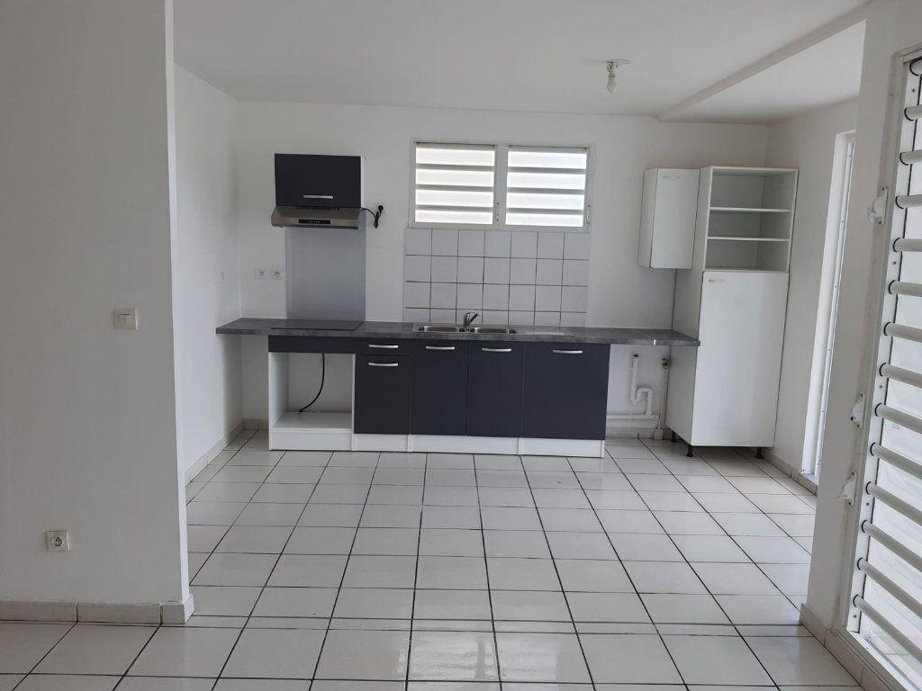 Appartement à louer 3 73.84m2 à Le Lamentin vignette-1