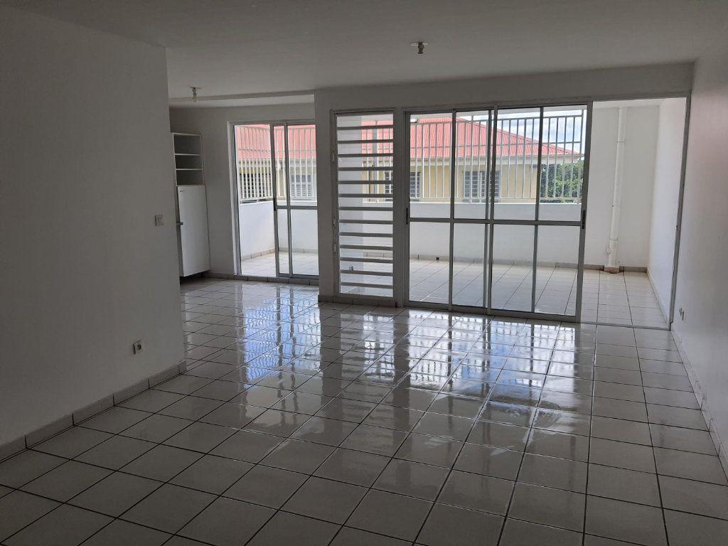 Appartement à louer 3 73.84m2 à Le Lamentin vignette-2