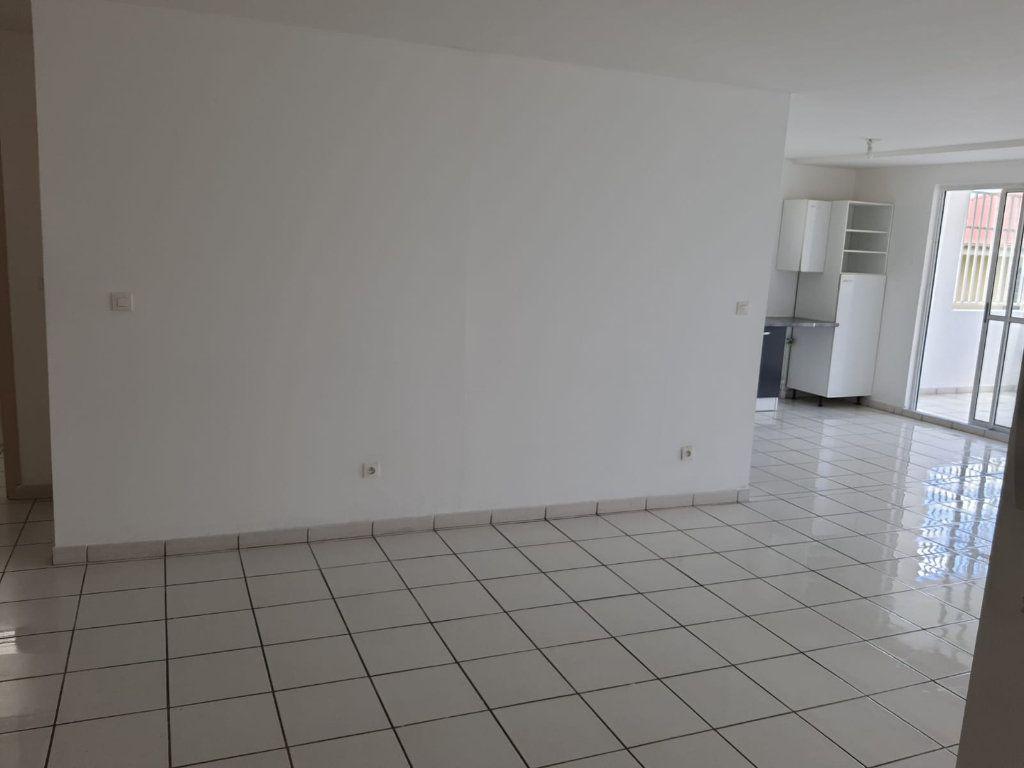 Appartement à louer 3 73.84m2 à Le Lamentin vignette-4